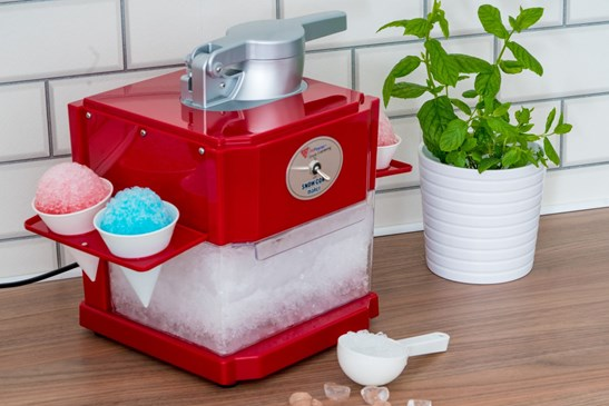additional image for Snow Cone and Slush Maker with 2 x 500ml Syrup Bottles