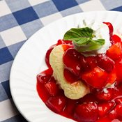 additional image for Strawberry Topping Sauce 1 Litre